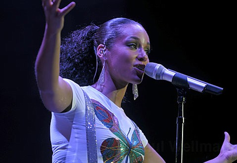 R&B songstress Alicia Keys gets soulful during her performance at the Santa Barbara Bowl last weekend.