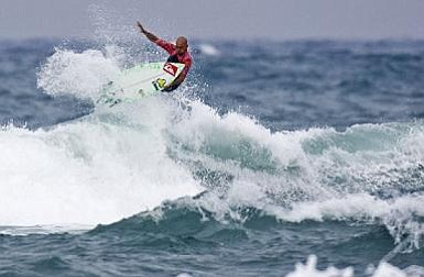 Kelly Slater rips Mundaka's waves in Spain, winning his ninth title ever.