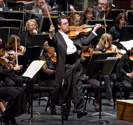 Violist Gilad Karni joined the orchestra for its performance of the <em>Viola Concerto</em> of composer Mikl³s R³zsa.