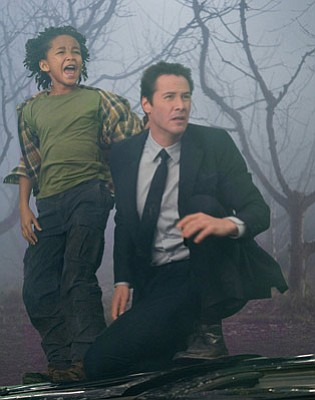 Jaden Smith as Jacob Benson and Keanu Reeves as Klaatu in <em>The Day the Earth Stood Still</em>.