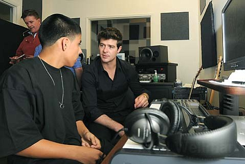 Luis Hernandez (left) gets a few tips from Robin Thicke.