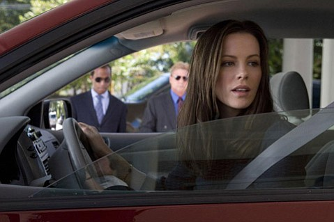 Kate Beckinsale in <em>Nothing but the Truth</em>