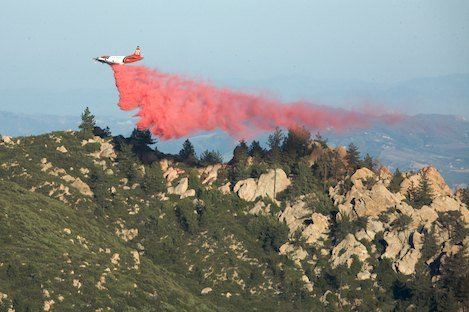 Retardant drop along Rock Garden ridge in early afternoon. DC10 should be here today.