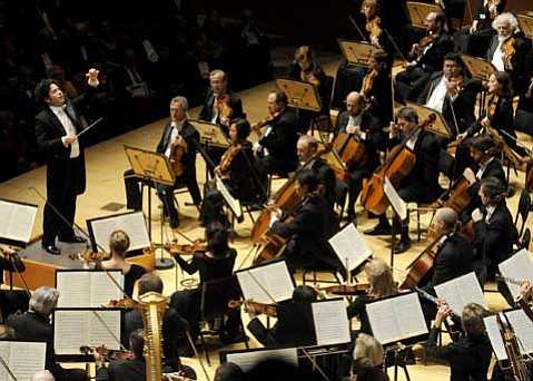 Dudamel conducting the 2009-10 Inaugural Gala.
