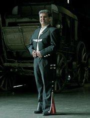 El Presidente Michael Dominguez