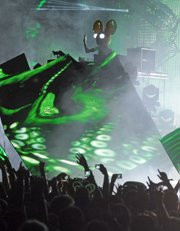 Producer/deejay Deadmau5 delivered a deep bass and laser-light-heavy show last Thursday night at the Bowl.