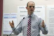 City traffic engineer Derrick Bailey speaks during Thursday's presentation on Milpas State safety