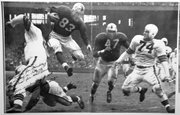 <b>OUR MAN SAM:</b> Sam Cathcart (#83) takes fl ight during a 1950 NFL game between his San Francisco 49ers and the Cleveland Browns.