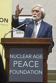 "The Nuclear Age Peace Foundation brings Robert Scheer to Deliver the 15th Annual Frank K. Kelly Lecture on Humanity's Future at the Faulkner Gallery titled ""War, Peace, Truth and the Media"" (Feb. 18, 2016)"