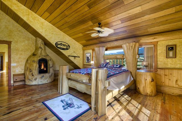 Log Cabin Mansion Estate On Highway 101