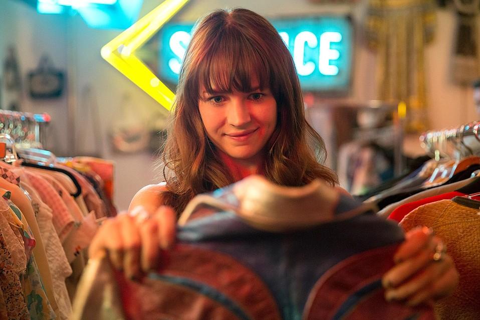 Britt Robertson stars as flaky fashionista Sophia Marlowe in Netflix's binge-unworthy series <em>Girlboss</em>.