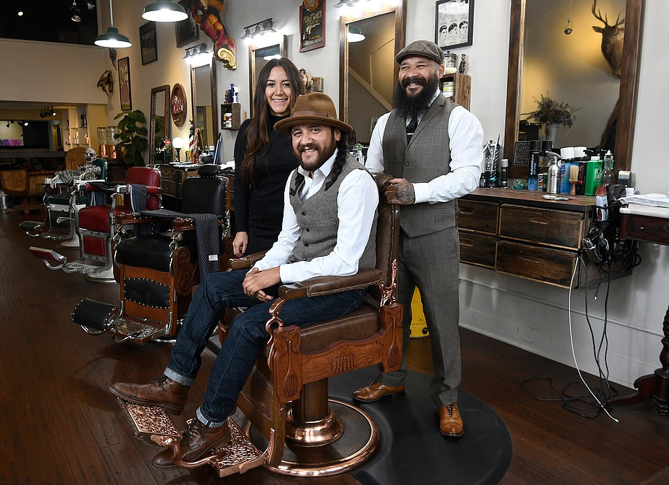 sc 1 st  The Santa Barbara Independent : the barber chair - Cheerinfomania.Com