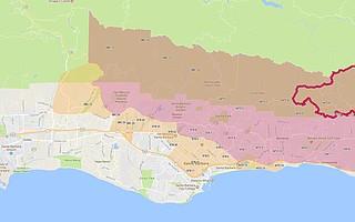 Las áreas rojas están bajo un órden de evacuación y las áreas anaranjadas están bajo un eviso de evacuación.