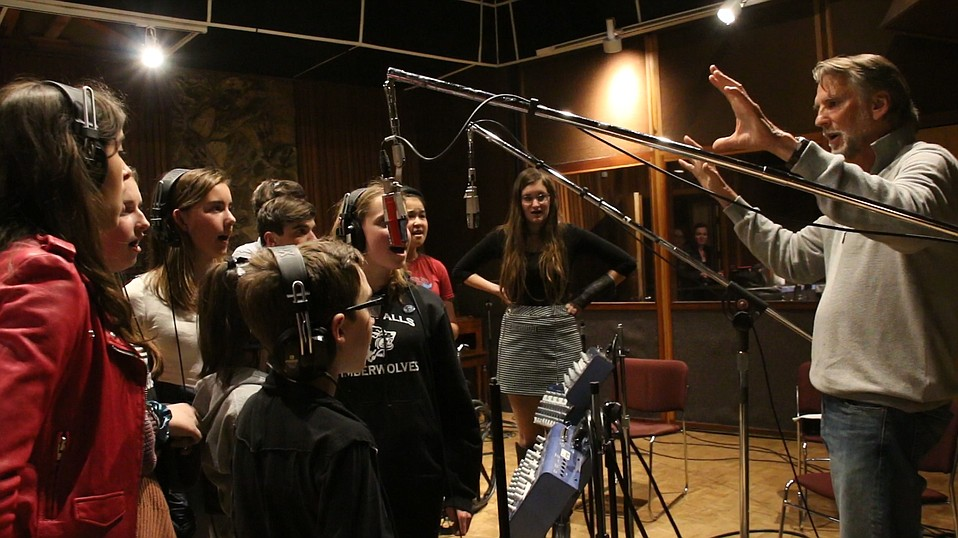 Kenny Loggins leads a group of teens through song rehearsals for the benefit event Teens Sing for S.B., which takes place Friday, March 9.