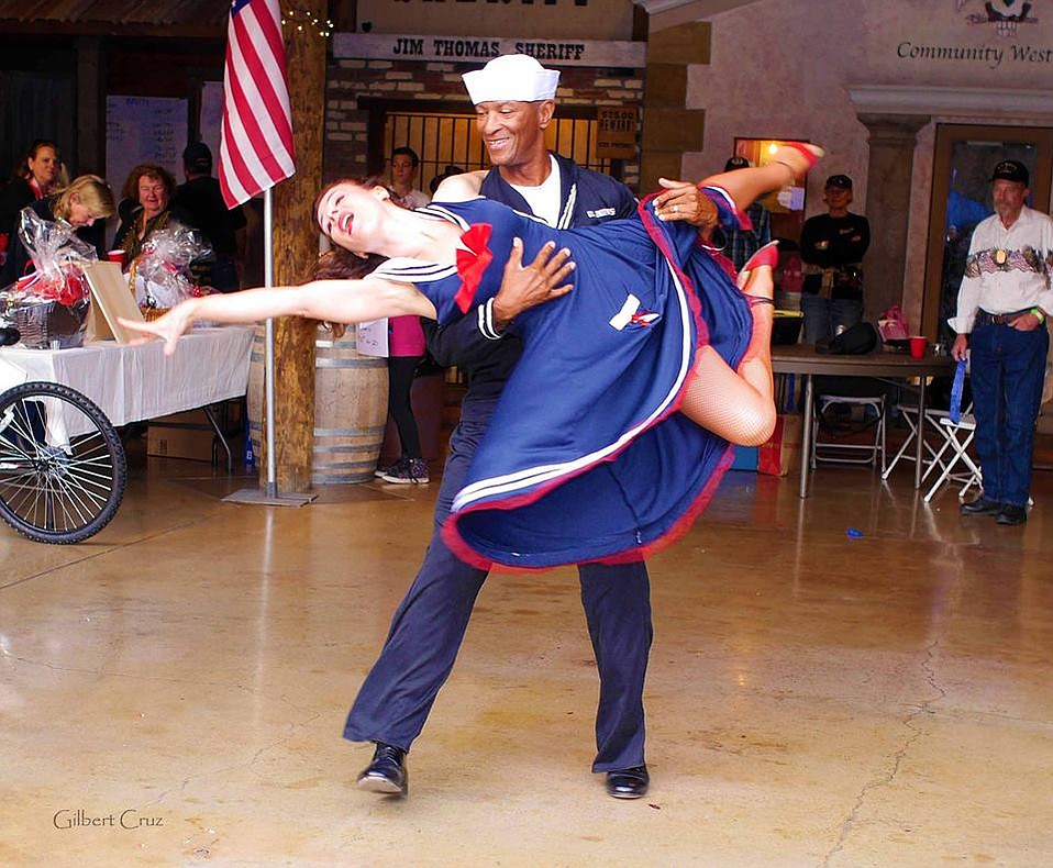 Derrick Curtis and Yulia Maluta swing dancing