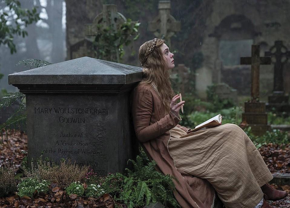 Elle Fanning in <em>Mary Shelley</em>