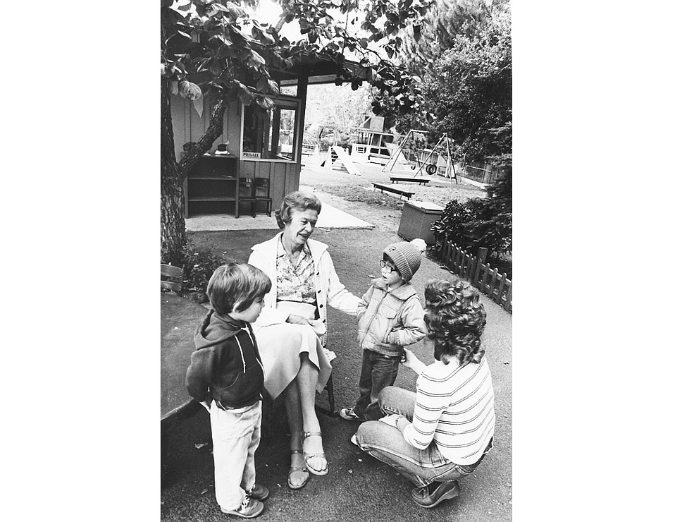 Elinor Brelsford, director of the Oaks Parent-Child Workshop, greeted children at the entrance every morning for 31 years.